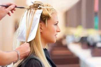 окрашивать волосы